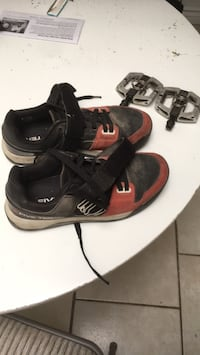 FiveTen hellcat pro clipless mountain bike shoes and crankbros mallet e pedals San Diego, 92115