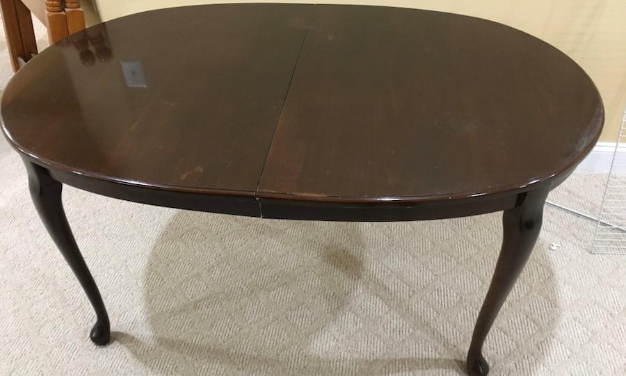 Dining Room Table with leaf ea79ad2e-8d8b-489d-b8cf-ff6e234a57e5