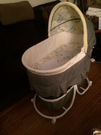 baby's black and white bassinet