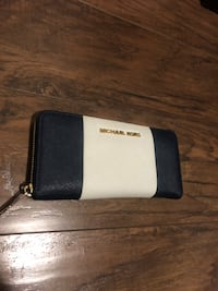 Michael Kors wallet  Langley, V2Y 1V4
