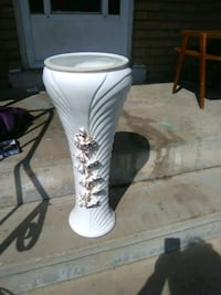 white and gold  floral ceramic vase Burlington, L7R 3P8
