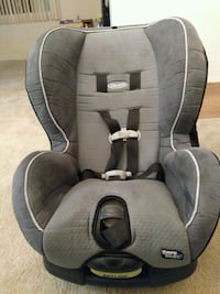 Car seat ( home is pet free and smoke free) Rockville