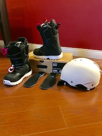 Snowboard boots  Woman Burton Mint Size 5 comes with K2 Clutch helmet  Richmond, V7E 6M9