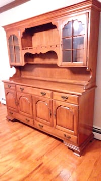 Early American Temple Staurt Dining Hutch  Stratford, 08084