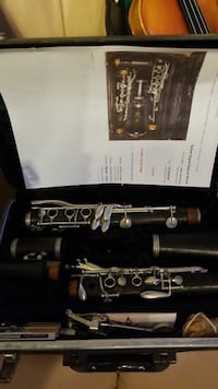 black clarinet set with box Annandale, 22003
