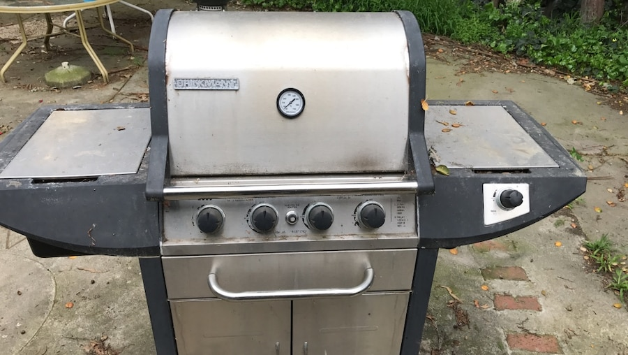 gray and black outdoor gas grill