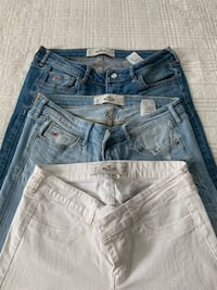 Womens set of hollister jeans Silver Spring, 20902