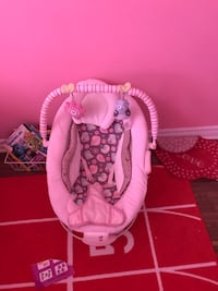 baby's pink and white bouncer Brossard, J4Y 2J6