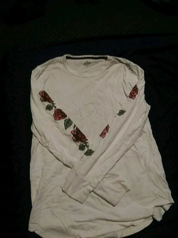 Hollister rose's tee