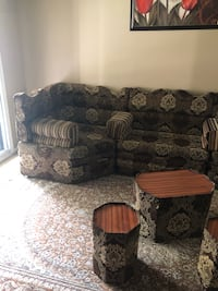Arabian seating 6 peace sectional with coffee table and 2 sides tables and matching living area carpet dining carpet and hallway carpet, only used a short while  Mississauga, L5N