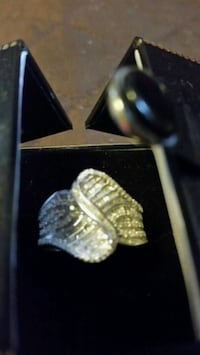silver and diamond ring in box Vincennes, 47591