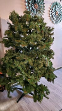 9 ft christmas tree dont fit in my house lights dont work