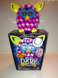 Furby Boom Pink and White Cubes 2013 in Box Speaks French London