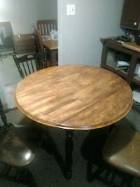 round brown wooden pedestal table Montgomery Village, 20886
