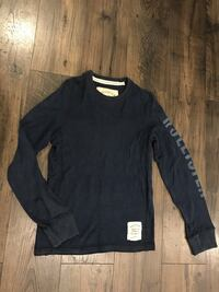 Hollister navy blue long sleeve with print on arm Size M North Pole, 99705