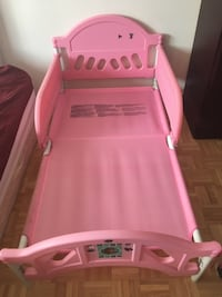 pink and white plastic bed frame Montréal, H4N 1P7