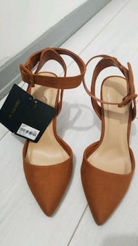 Size 5.5 Heels with tag Toronto, M9M 2S7