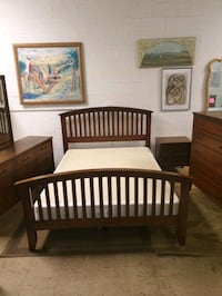 Queen size bedroom set real wood in excellent condition