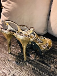 DOLLHOUSE brand ladies heels $20