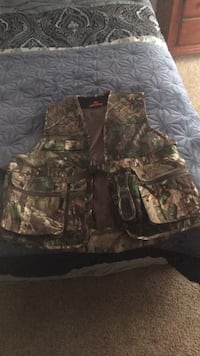 black and green camouflage zip-up jacket Lubbock, 79424