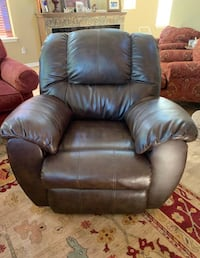 Leather recliner  Oregon City, 97045