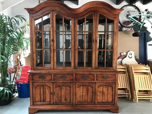 Country French Shabby Chic China Cabinet Credenza Tv Stand Usado En Venta Oakland