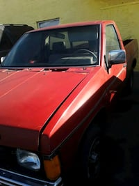 1986 Nissan Pick-Up / Frontier