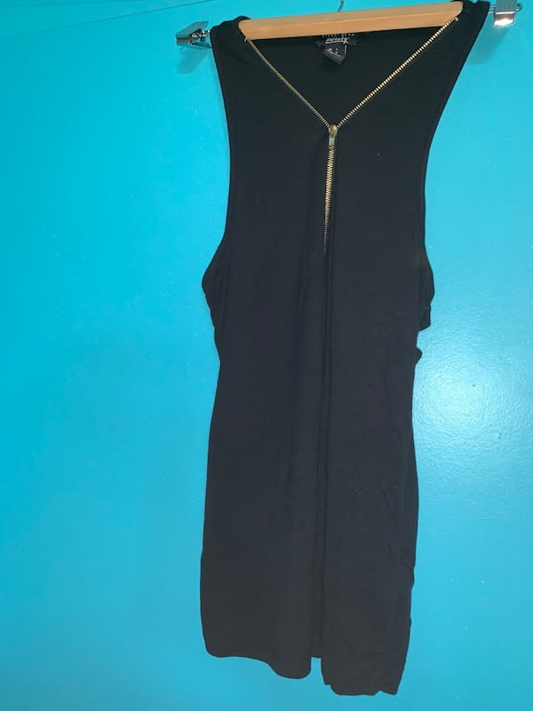 BLACK ZIP UP TANK TOP 299b0828-1f5f-4dd3-9298-8921b2793e28