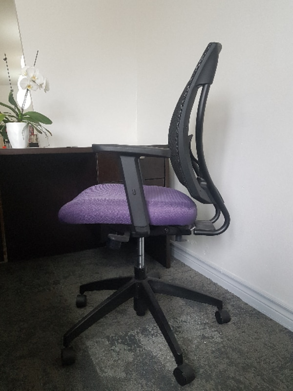 4 Swivel Office Chairs