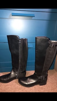 Liz Claiborne black boots Los Angeles