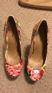 white and red floral leather pump shoes Edmonton, T6R 3R6
