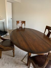 Dining room table and chairs Leesburg, 20175
