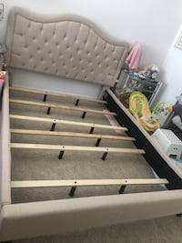 Bed frame in perfect condition  Vienna, 22182