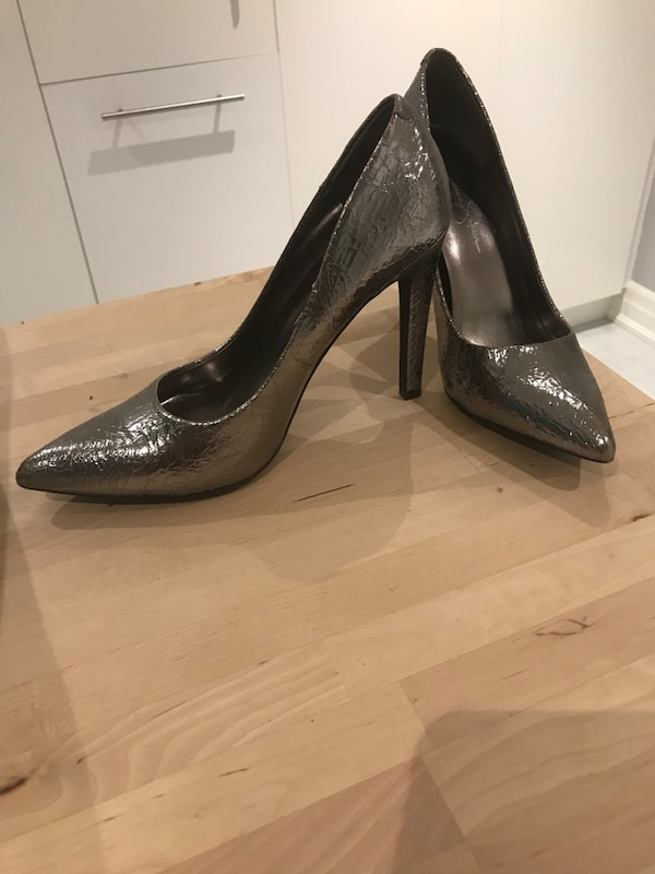 Jessica Simpson Metallic pumps