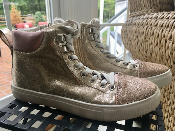 Girls size 4 gold sneakers