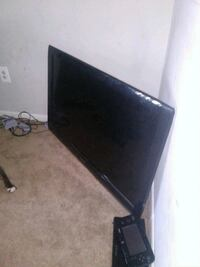 black flat screen TV with remote Silver Spring, 20904