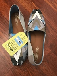 Never worn new toms shoes  Redding, 96002