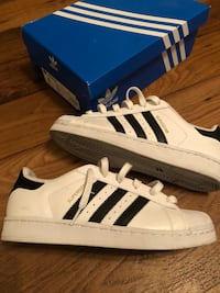 White-and-black adidas superstar shoes size 8 women's  Irving, 75061