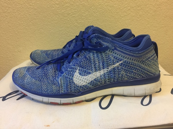 Woman's Nike shoes  1