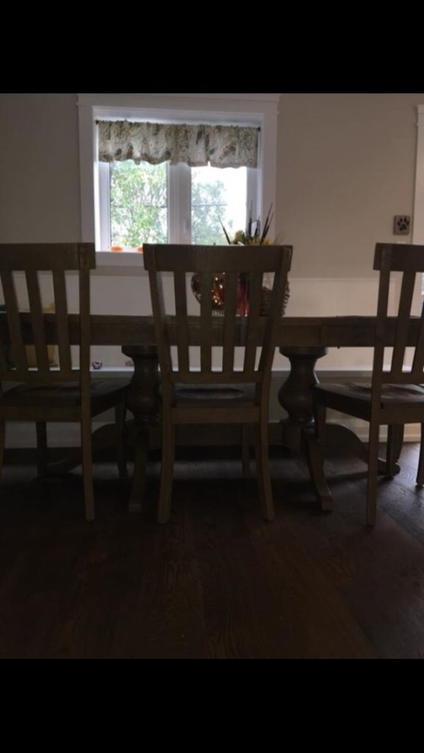 Birch Lane Seneca Oval Dining Room Table No Chairs