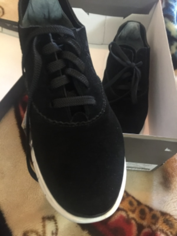 2667b0be25b58c Begagnad New Women s Suede Sneakers size 6 till salu i FORTLEE - letgo