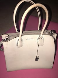 White leather 2-way handbag 34 km