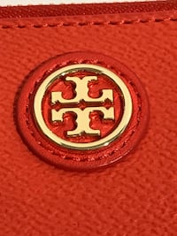 Tory Burch Wristlet/Wallet with phone holder Milton, L9T 4K1