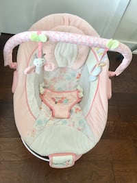 Bouncer with music and vibration very good condition used only 3 months  Mississauga, L5B 0E9