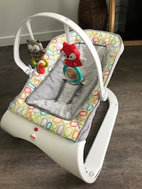 Bouncy chair. Vibrates. Good condition, clean, smoke free home.  Kelowna, V1Y 0E6