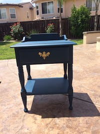 Blue accent table with shelf and 1 drawer. Excellent condition. Murrieta, 92562