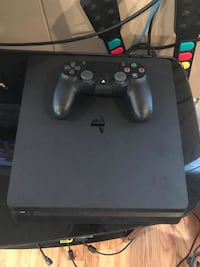 PS4 with one controller & two games Austin, 78705