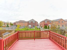 FREEHOLD TOWNHOUSE 79 Ravenscliffe Crt Brampton On