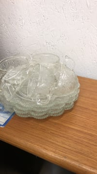 Glass plates and cups 4 each Dearborn, 48124