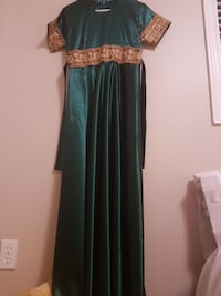 Beautiful traditional green and gold dress Whitby, L1R 3R4